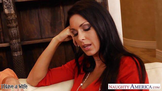 Belle-mère en chaleur baise un film porno avec viol jeune homme!
