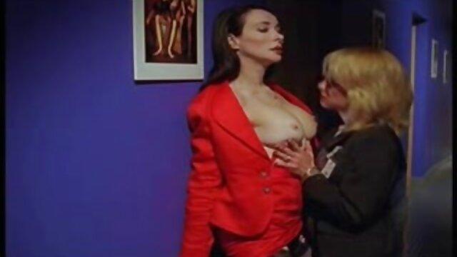 Une belle brune profite de deux gros pénis porno francais free