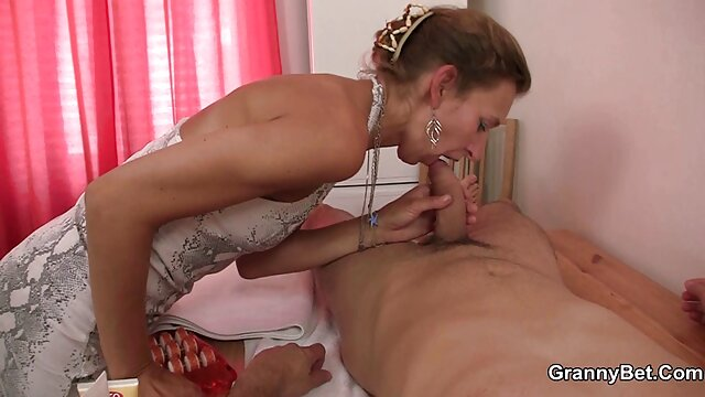 Dans un bureau étouffant, la patronne film porno x français de milf baise sa secrétaire fétiche