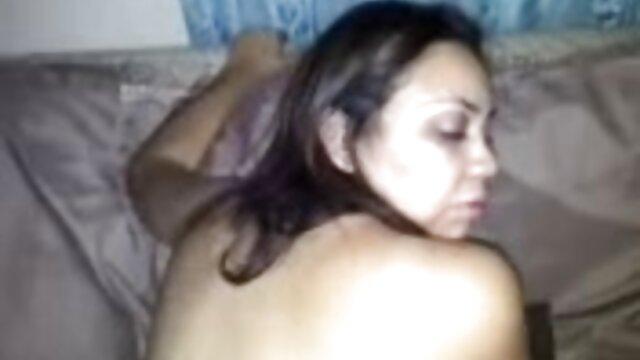Caresses à film complet francais porno travers les vêtements